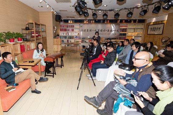 2016年11月26日下午听筝读·诗对话欧阳江河文化沙龙在北京字里行间书店华贸店隆重举办,著名诗人欧阳江河与现场观众敞开心扉,畅谈了自己眼中的诗意生活。