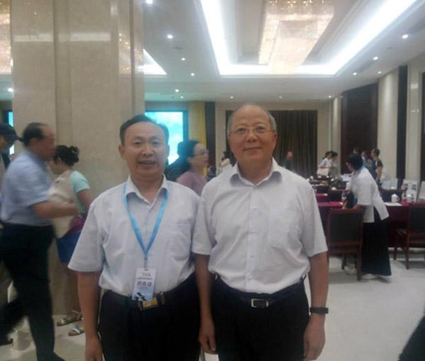 和中国文物保护基金会理事长励小捷合影
